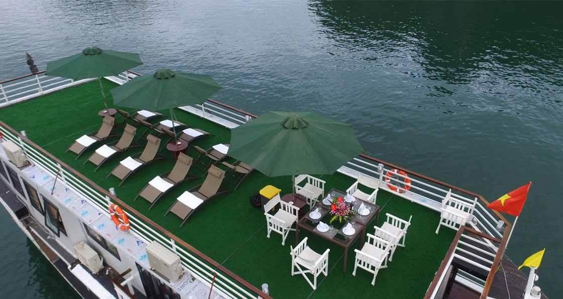 jonque white dolphin terrasse