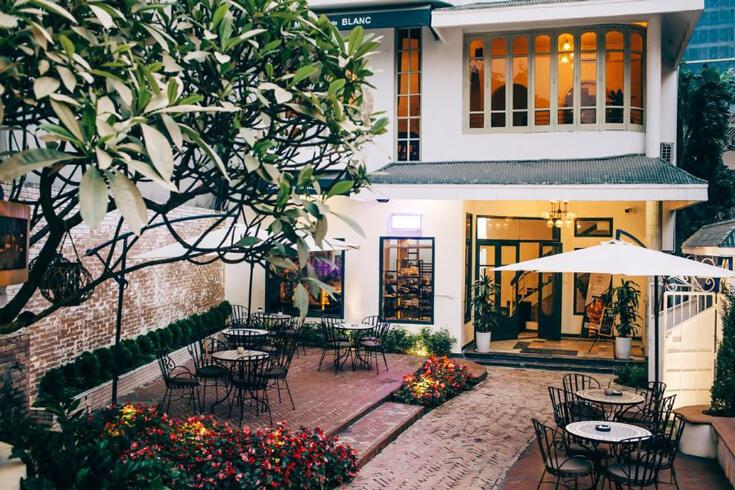 Boire du Café autour du lac de l'Ouest Hanoi