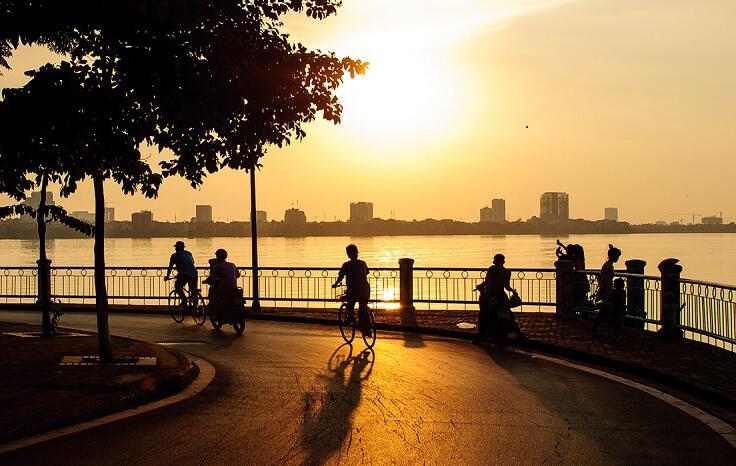 Cyclisme autour du lac de l'Ouest Hanoi
