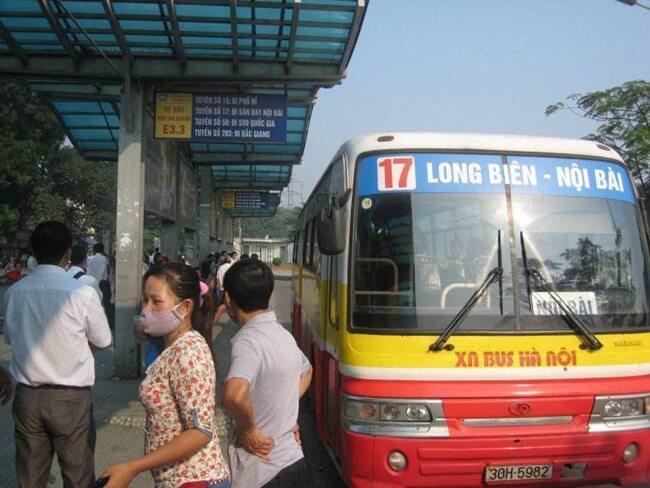 bus No 17 relie Noi Bai à la gare routière de Long Bien