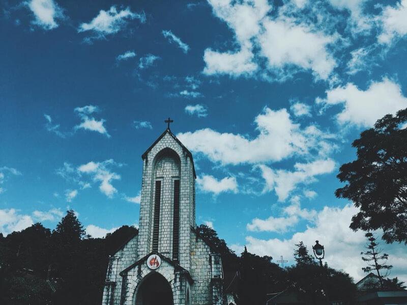 Admirer l'église de Sapa