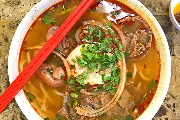 Bun Bo Hue et la soup Pho Quelle est la différence