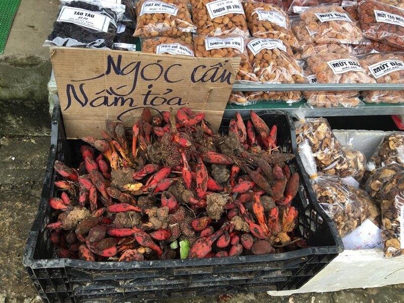 Faire des achats au marché local de Sapa