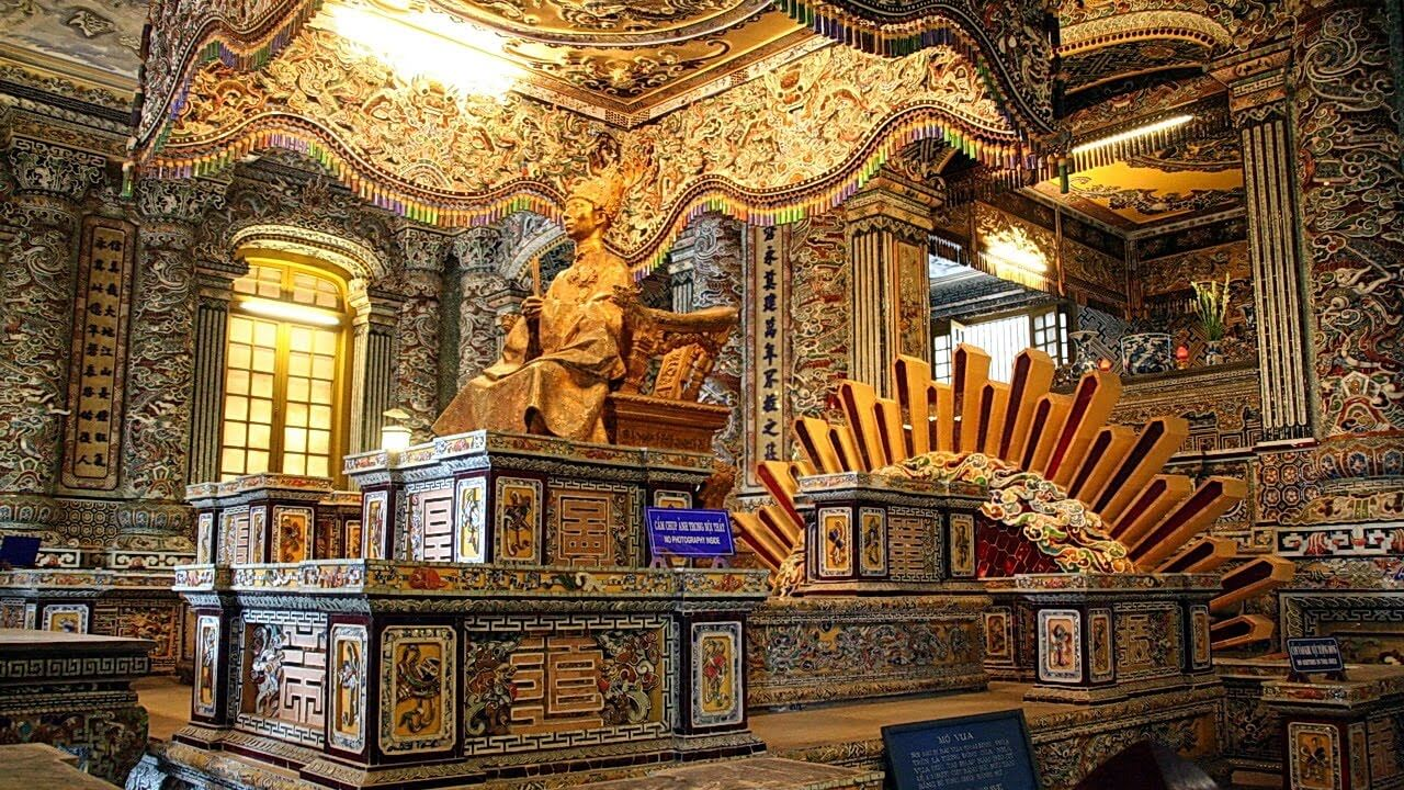 L'aperçu du mausolée de Khai Dinh