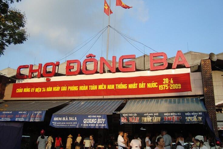 Où se trouve le marché Dong Ba