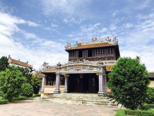 Oeuvres d'art de l'empereur de Khai Dinh à Hue