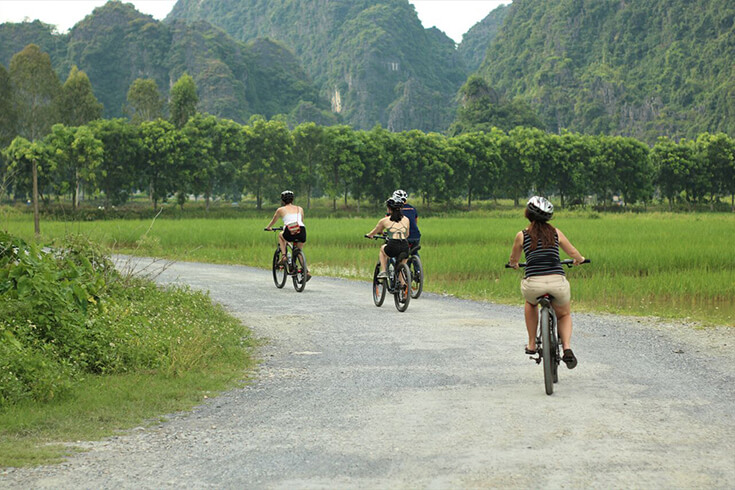Promenade en vélo le long de la digue