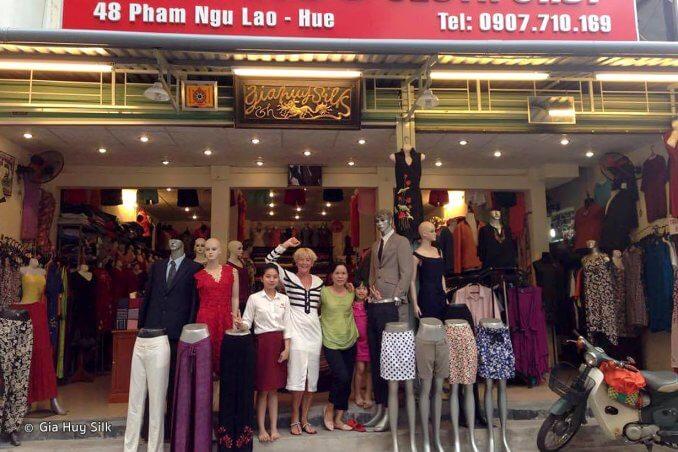 Shopping a Gia Huy Silk Hue