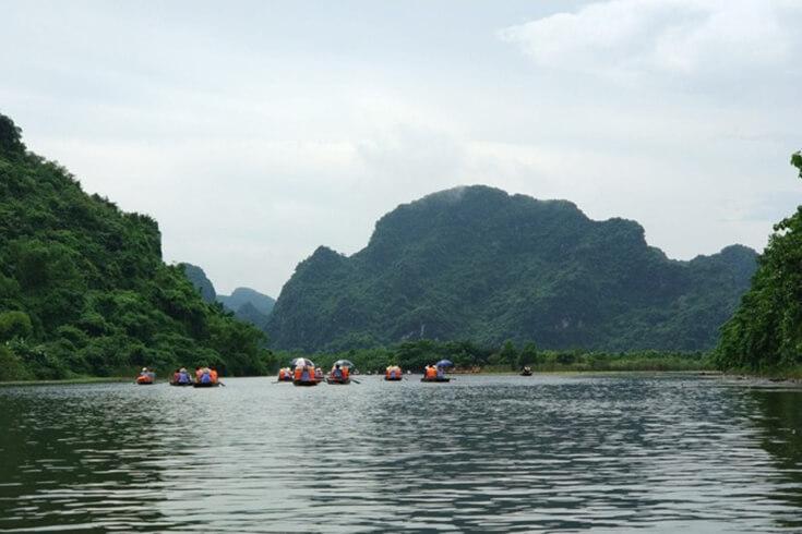 Tour de karst naturel dans le complexe paysager de Trang An