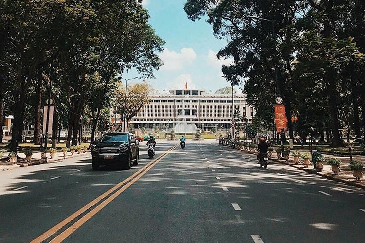A l'extérieur du Palais de la réunification Saigon