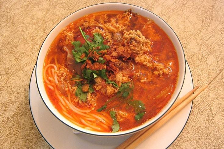 Bun Rieu Ganh (ou soupe de vermicelles à la pâte de crabe)