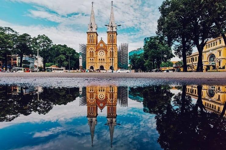 La place devant l'église