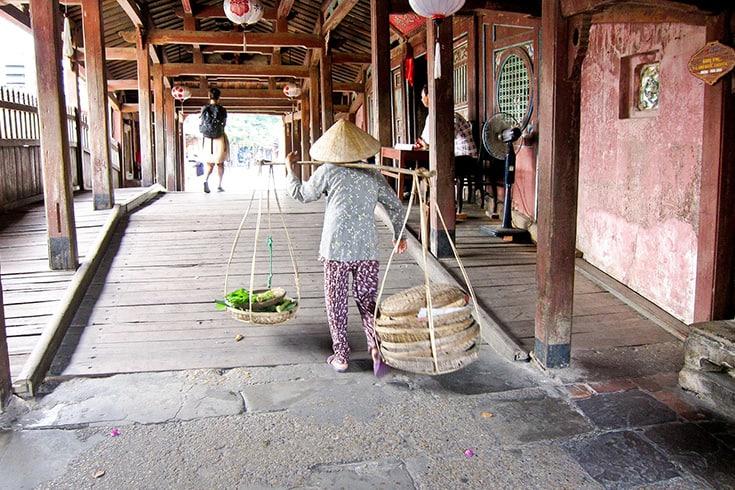 Les deux parties distinctes du pont couvert japonais