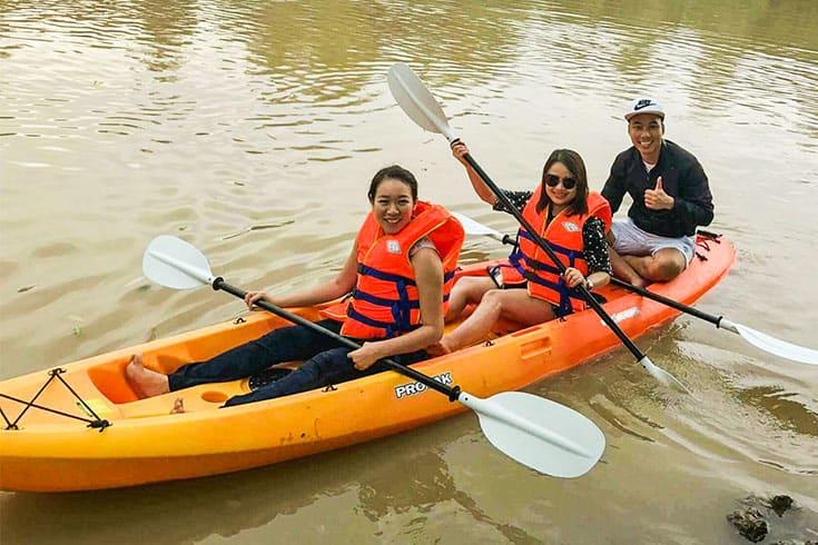 Pédaler et faire du kayak