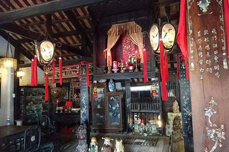 Visite de la vieille maison de Phung Hung