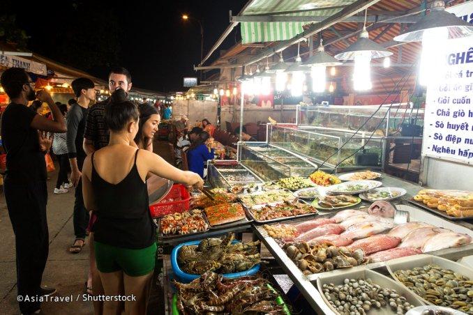 Marché de nuit de Dinh Cau