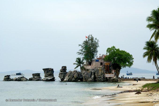 Temple de Cau ( rocher Dinh Cau )