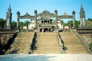 visiter le tombeau de Khải Dịnh